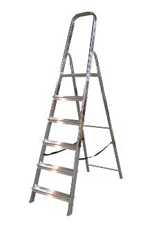 Front step ladder 6 rungs - A good front step ladder for the home or light work. The step ladder has non-slip rungs and a 60 cm high hanger.